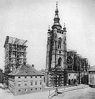 Fotografie - dostavba chr�mu sv.V�ta.