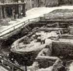 Fotografie základů kostela sv.Bartoloměje zdoby, kdy byly odkryty.